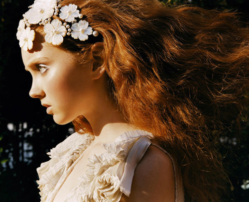 fuckyeahrunwayhair:  Lily Cole for Vogue Nippon March 2006