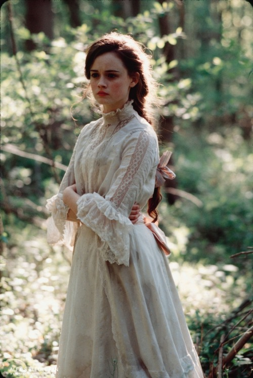 suicideblonde:  Alexis Bledel in Tuck Everlasting (2002)