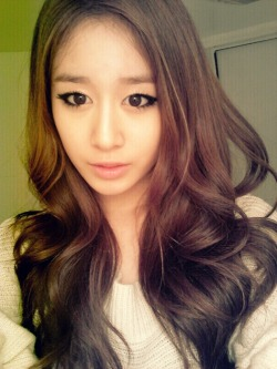 beautifulasianartists:  Beautiful Jiyeon http://bit.ly/N2xxDu