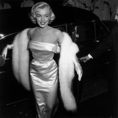 thebeautyofmarilyn:  Marilyn photographed at the Call Me Madam Premiere, 1953