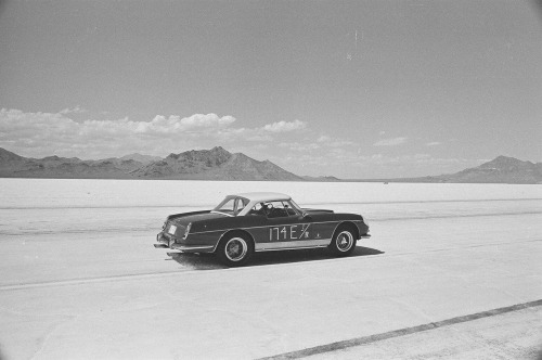 Ferrari 400 Superamerica at Bonneville, I could spend hours looking at a pic like this.. Perfection!