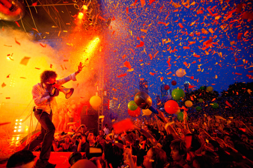 ologymusic:  The Flaming Lips Successfully Perform 8 Concerts In 24 Hours, Breaking World Record As promised, The Flaming Lips embarked on their potentially world record-breaking 24 hour tour Wednesday evening in Memphis, performing a total of eight concerts (complete with opening bands and special guests) and webcasting the whole shebang as part of MTV's O Music Awards. As much as I tend to discourage people from taking anything away from Jay-Z (the guy's got people, you know?), I'm very pleased to announce that with 20 minutes to spare, Wayne Coyne & Co. officially now hold the world record for most concerts in a single day. Congratulations, guys! Here's what went down…