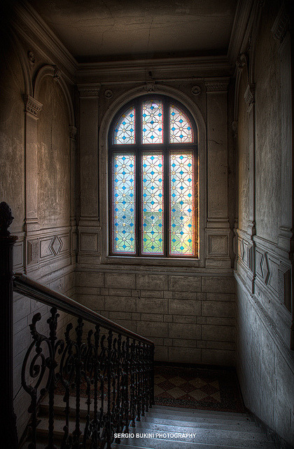 talkurbex:  Photo of the Day: Windows are the eyes to the world by Sergio Bukini on Flickr.