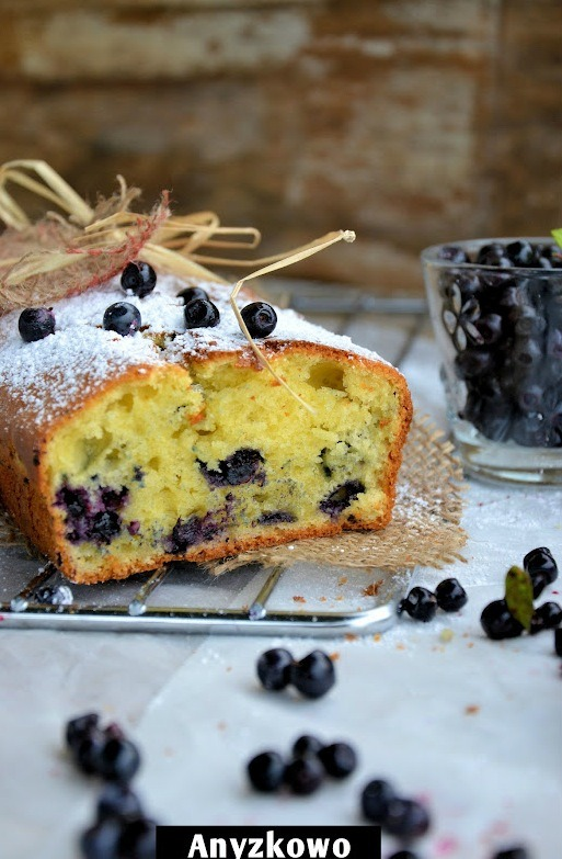 gastrogirl:  lemon and blueberry cake.