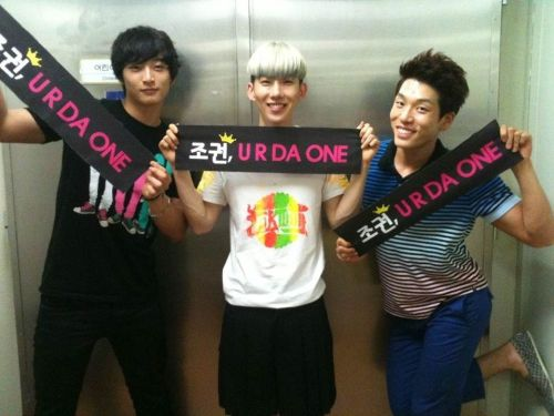"onedayislove:  Jo Kwon : ""슬옹이형은 영화 26년 리딩하러 갔고~ 진운이랑 창민이형이랑 :)"" SeulOngie-hyung went to ""26 Years"" movie script reading~ With Jinwoon and Changmin-hyung  :)"