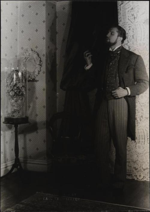 beautyandterrordance:  Vincent, in the dark.