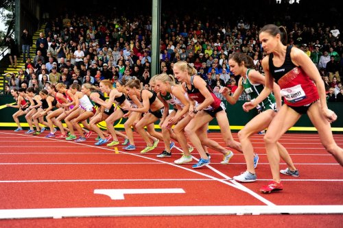 feministfitspo:  run-me-a-river:  Set! Women's 5k Start  I see you, Abbey :) (The rising junior at Dartmouth JUST missed qualifying by less than a second!)