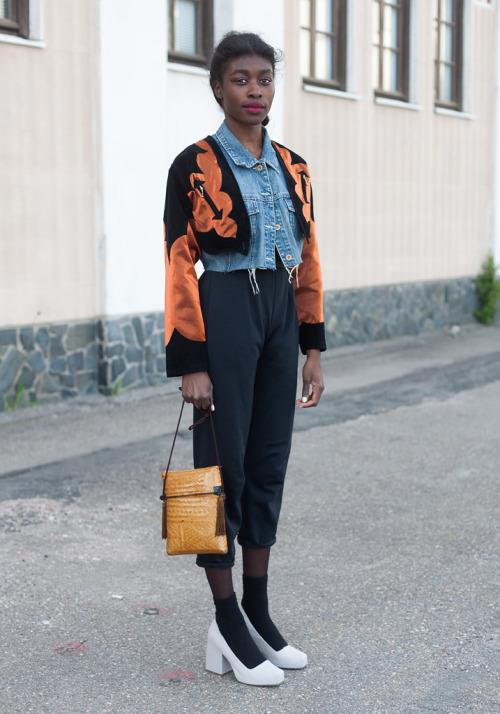 Love how she's layered a cropped denim vest and vintage cropped bolero. via Hel-Looks.