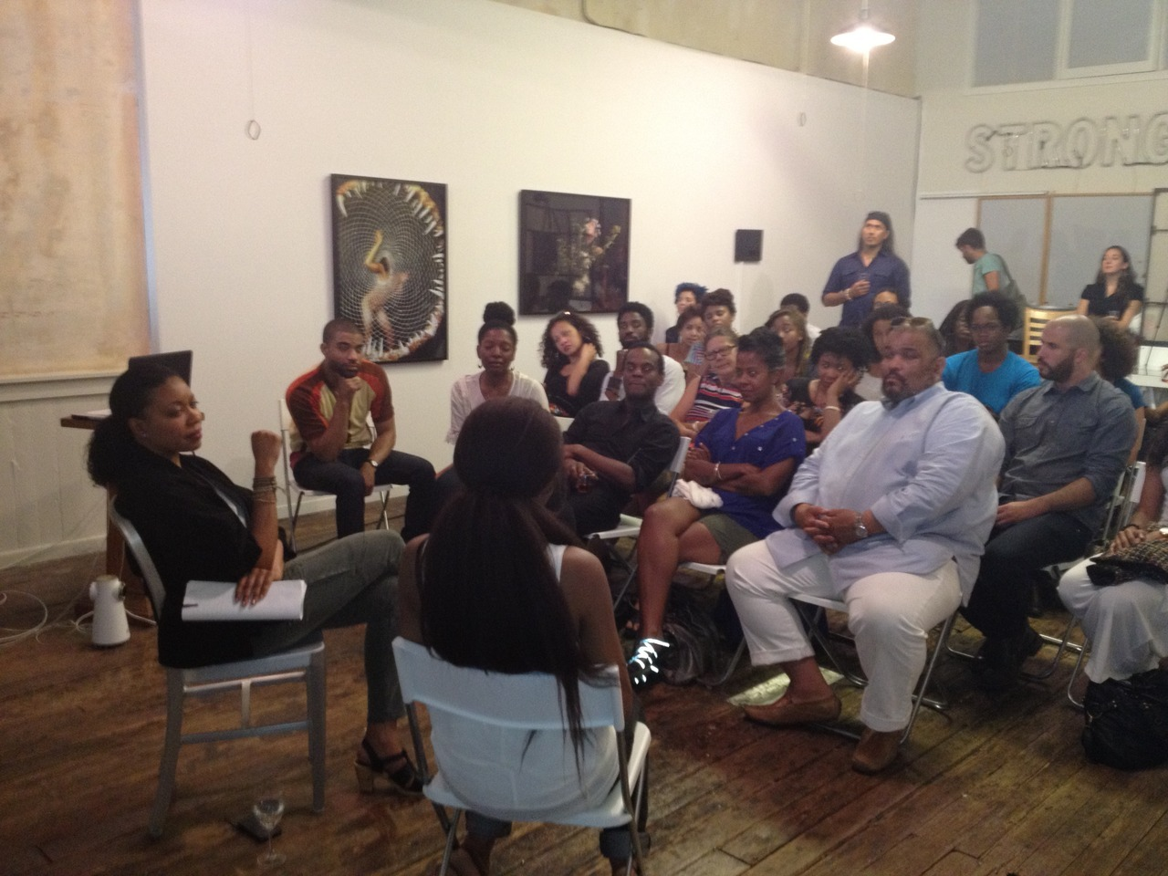 blackcontemporaryart:  thirdstreaming:  The CritiquesWednesday, June 27, 2012, 7-9pm Guest critic: Adrienne EdwardsParticipating artists: Daniel Bejar and Jessica Anne PeavyOrganizers: Natika Soward and Wardell Milan The Critiques is an ongoing series of informal gatherings that offer emerging artists the opportunity to present their work to an invited guest critic. These open forums provide artists with important critical feedback in a discussion format. Please click here for more information  kim (a moderator) is in this one!  can you spot clifford owens, torkwase dyson, and dawoud bey in the front row?!