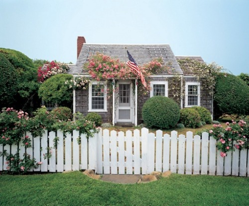 thepreppytimes:  1920 Nantucket Cottage  Murrica
