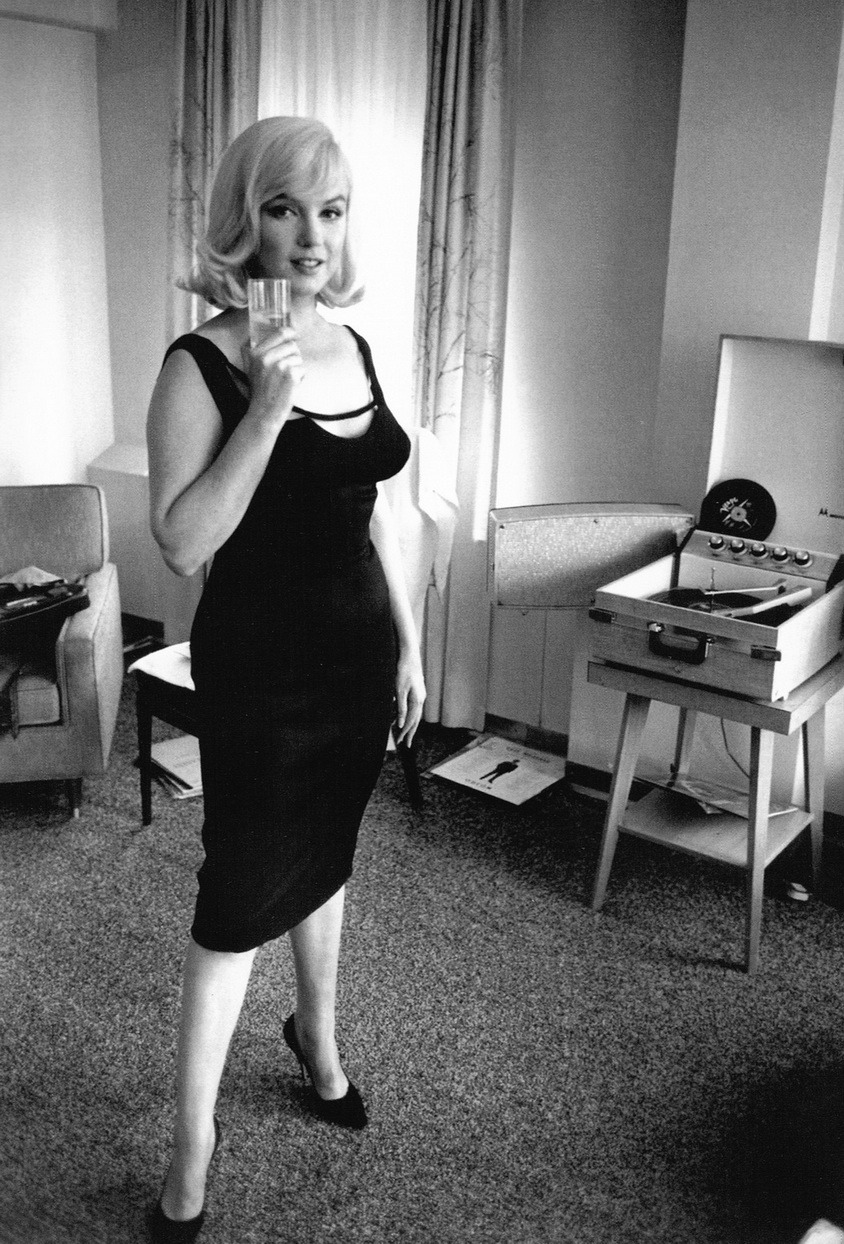 theswinginsixties:  Marilyn Monroe listens to records, photographed by Inge Morath, 1960.