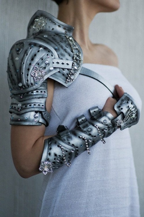 game-of-style:  Sansa Stark 'Queen in the North' armour
