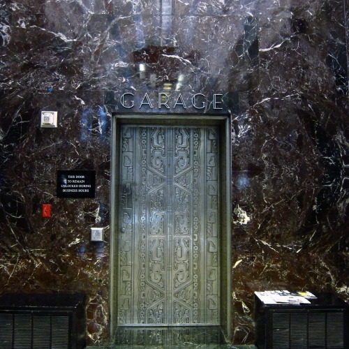 awwwdamn:  A  L  I  E  N  Coolest door ever!