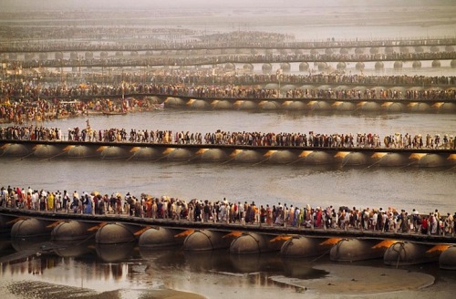 jaymug:  Unbelievable Photo of Millions of People Waiting - Kumbh Mela Festival India
