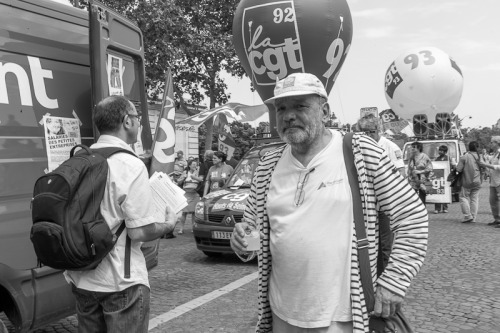 Testing the Leica M9 monochrom in Paris this day, i came upon a protest against financial crisis. Yes it was very hot and they were not drinking water…
