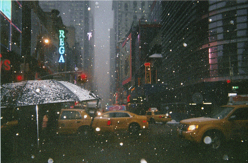 It is snowing in Tokyo today, like this photograph.