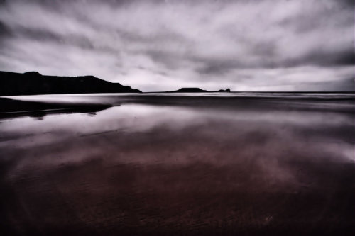 randomactsofchaos:  moody reflect by *DA-Andrew