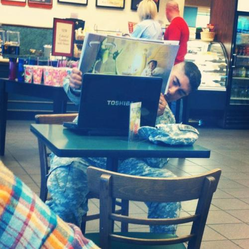 solidchickster:  dontforgetwheni:  this soldier was reading a storybook to his child over Skype.  Omg how cute.