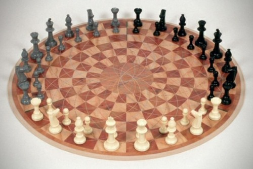 hiddenzealot:  thelof9:  caong:  zeaky:  blackaperture:  Three-person chess.[via]  This can only end in tears and physical fighting  One of my housemates has one of these. The above person was correct.  why does the board remind me of the suburb disk thing