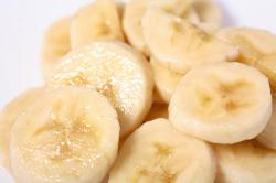 ghbn:  Banana Treatment Bananas are rich in natural oils and vitamins that help to restore hair's natural elasticity- which will prevent breakage and split ends. Bananas, when used as a deep conditioning treatment, will also soften, restore shine… and control dandruff. You'll need: 1 banana (peeled), 1 egg, 3 tablespoons milk, 5 tablespoons olive oil (Be sure to apply to freshly shampooed hair). Mix all the ingredients in a blender. Apply the mixture to your hair- from root to end. Let soak into your hair for about 15- 30 minutes. Rinse out with shampoo/conditioner and style as usual.