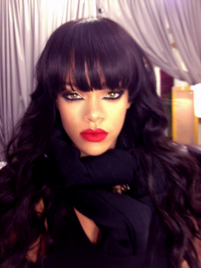 My god Rihanna is beyond B E A U T I F U L!