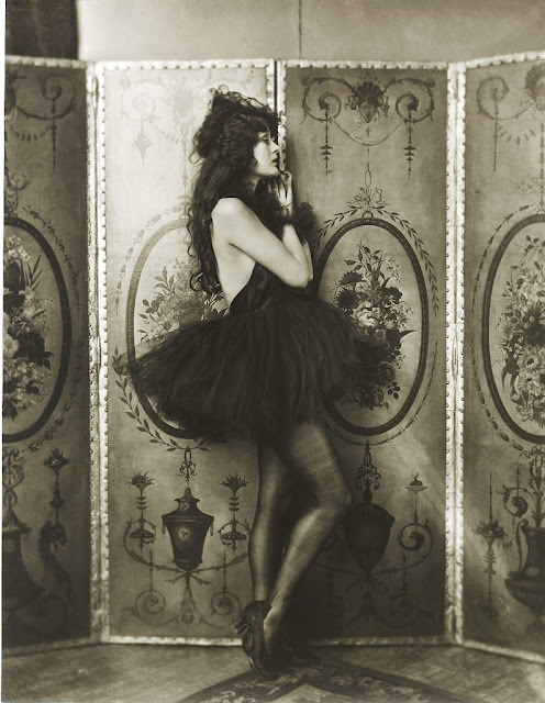 inneroptics:  Alfred Cheney Johnston