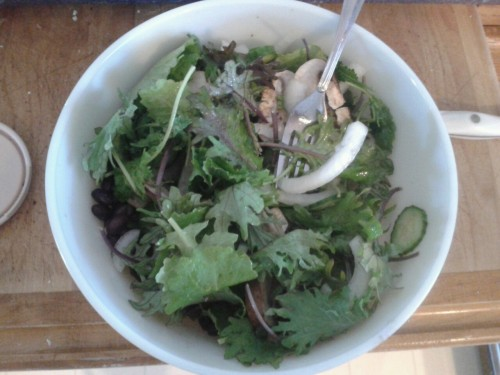 Baby kale Mushrooms Onion Jalepeno Cucumber Black beans Olive oil/balsamic dressing ~400 calories