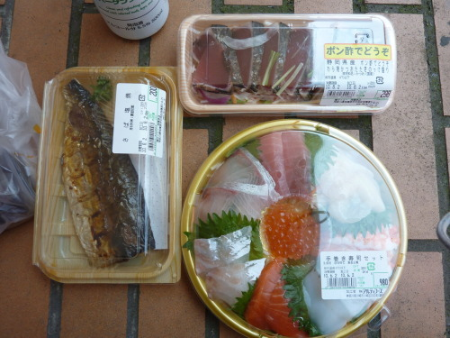 omnomnomjapanesefood:  Saba sashimi, sashimi mix, and grilled saba. Taken in Noda, Japan thanks for submitting, scotchtrooper!  One of the best meals I've ever eaten, bought out of a Jusco-type supermarket. All of this for 1,478 yen, which at the time was about $17 U.S.  Have I mentioned lately how much I miss Japan?