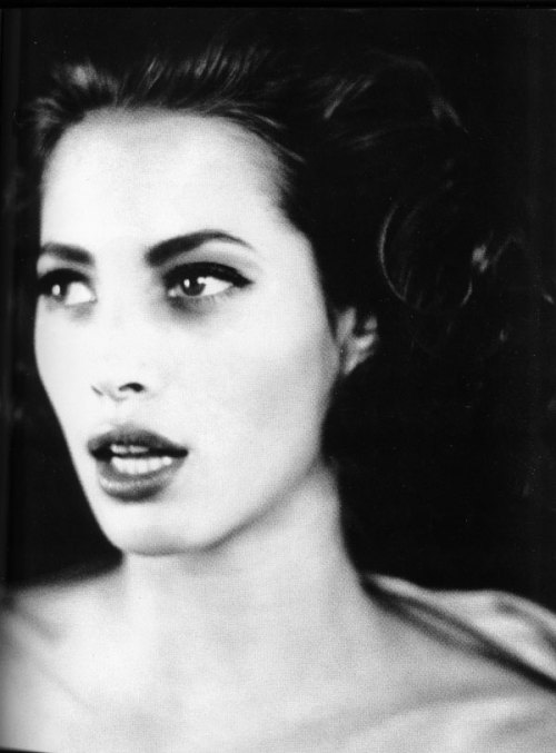 anenlighteningellipses:  Christy Turlington, photographed by Ellen von Unwerth