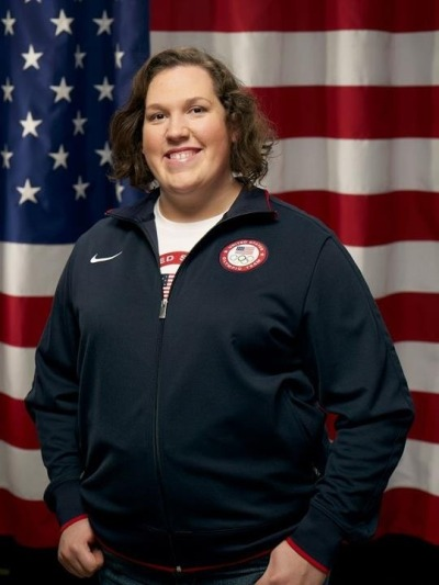 think4yourself:   Weightlifter Sarah Robles is an incredible athlete, but outside the world of squats and snatches, barely anyone knows her name. And even though she's the U.S.'s best chance at an Olympic medal, she'll never get the fame or fortune that come so easily to her fellow athletes — in part because, at 5 feet, 10.5 inches and 275 pounds, she doesn't fit the ideal of thin, toned athletic beauty.  (via The Strongest Woman In America Lives In Poverty)