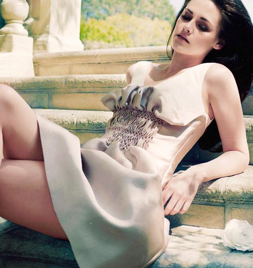 24/25 favorite pictures of Kristen Stewart.