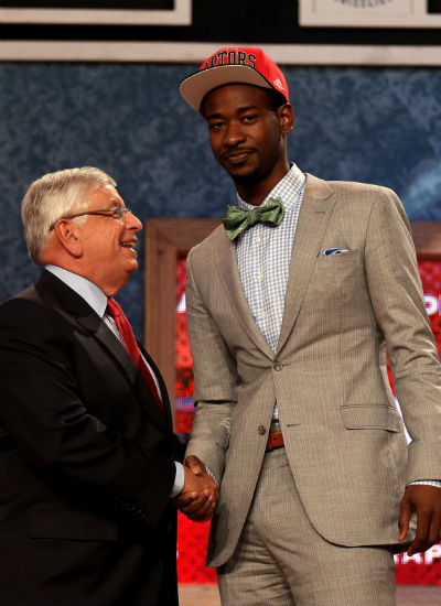 Terrence Ross's Swag At The NBA Draft Lottery Is ILL I officially declare Terrance Ross as the FLYEST cat at the NBA Draft Lottery.  Dude laid the murder game down with the outfit.  The jack is tailored well.  The light grey suit, and powder blue gingham shirt are ILL summer colors.  Homeboy took it to another level with the bow tie.  All the other brothas wore ties, but Terrance knows it's all about the details.  The details are what let a brotha stand out from the lames, and he had the cojones to rock an ILL detail on the biggest stage yet of his career. AND my ninja matched the color or his pocket square with the color of his shirt!  I SEE YOU TERRANCE!  I didn't know NBA players were hiring fashion stylists now before they even start their first season! Honorable mention must be given to my man Jeremy Lamb.   This brotha came in a close second with a well tailored light grey suit, skinny black tie, brushed metal tie clip, white button down shirt with the ILL black buttons (Details Son! DETAILS!) And the light pink silk pocket square for that extra swag. I was very pleased to see neither of these brothas wearing earrings too.  Earrings are for ladies, Dipset, and little boys.  Not for grown-ass men.  Shout out to Killa Cam, ASAP Rocky and all my WAVY Uptown ninjas!