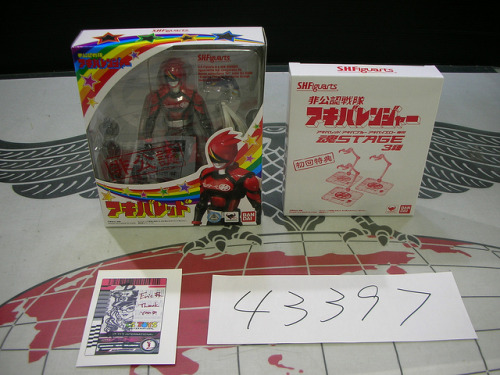 43397 by CSTOYS on Flickr.My Akiba Red shipping today from @CSToys and an exclusive Malshina card!