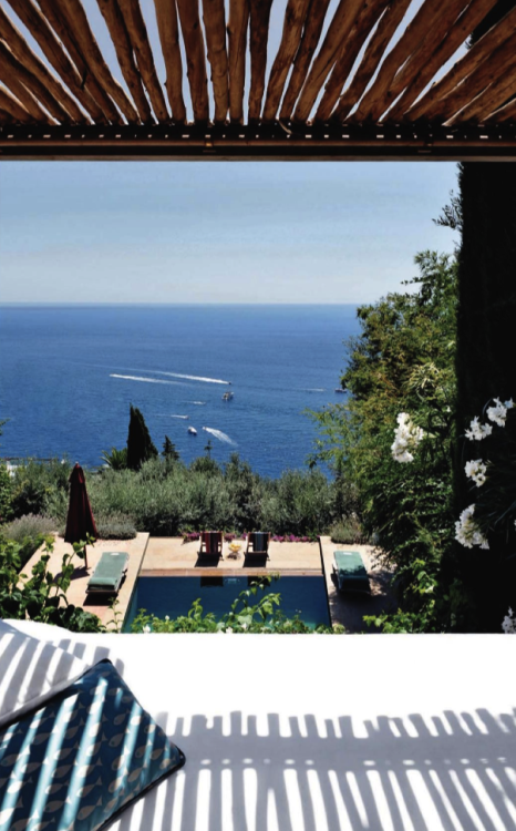 summer retreat in Capri (via French By Design: Al fresco in Capri)
