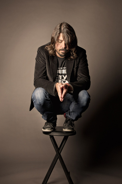 wasbella102:  Dave Grohl imickeyd:  Perfection :))
