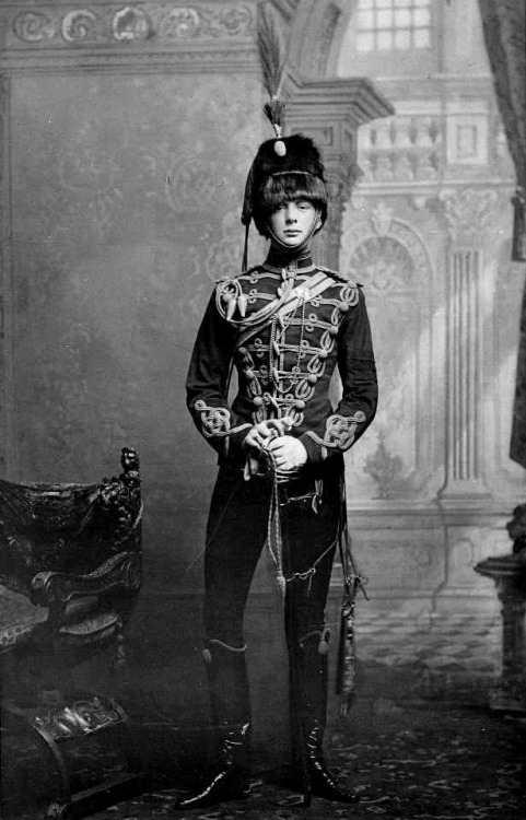 Young Winston Churchill in uniform, 1895.