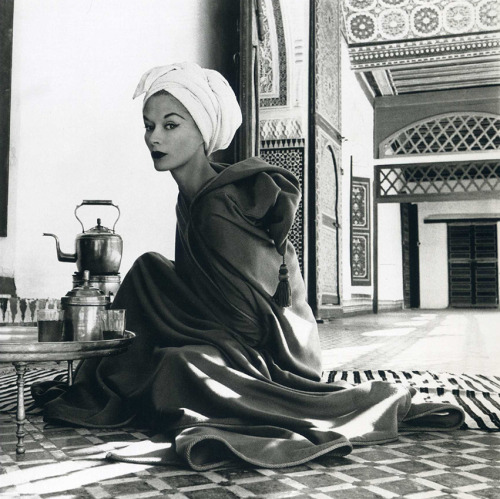 irving penn woman in palace 1951