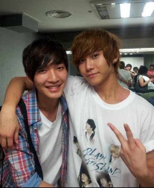 @chungxuan 6/30일 오늘은 제 사랑하는동생 세현이가 태어난날입니다! 바빠서 잘 못챙겨줘서 항상 미안하지만 형맘알지?ㅋㅋ 생일 정말 축하한다 내동생~ Translation: Today, 30 June, is my lovely brother Sehyun's birthday! Feeling sorry that I couldn't celebrate for him because I'm busy, but you know hyung's heart right? Keke! Happy birthday, my brother~