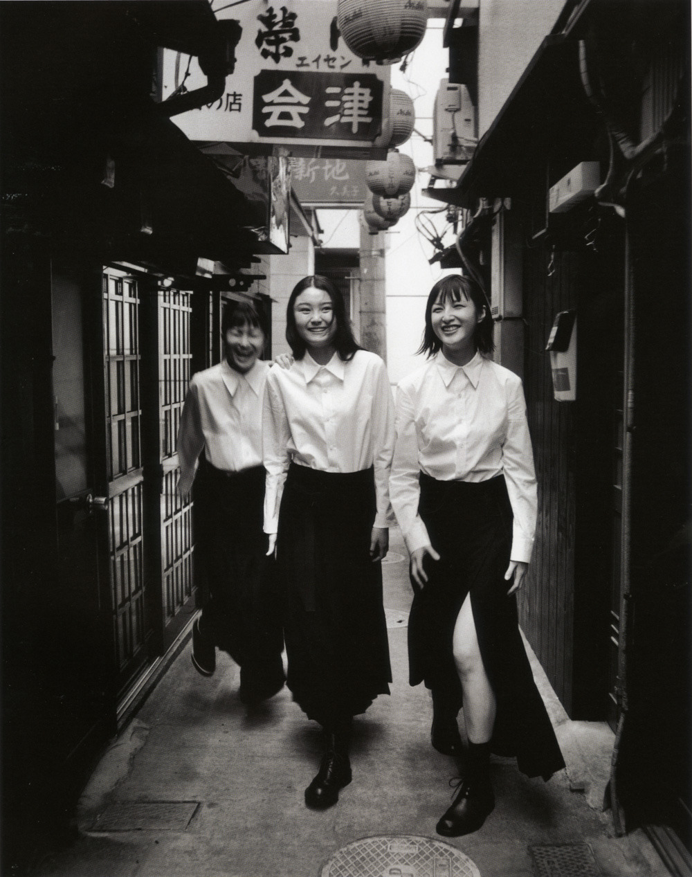 rifles:  white cotton shirts & black wool wrap skirts - Y's Yohji Yamamoto 2000 catalogue, Max Vadukul