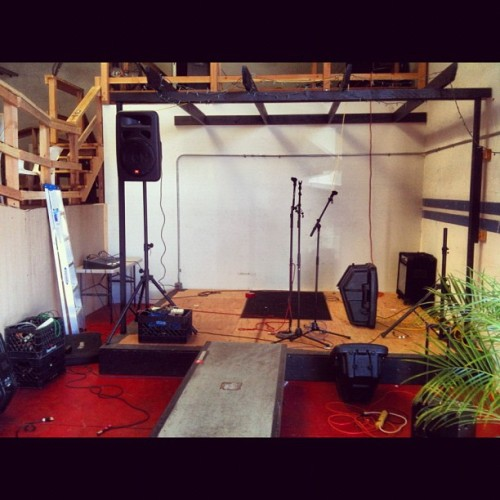 Helping set up for tonights gig #punkrock #skateboarding #livemusic #unitb  (Taken with Instagram at Unit B Studio)