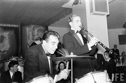 Gene Krupa and Benny Goodman (Rex Hardy. 1937)
