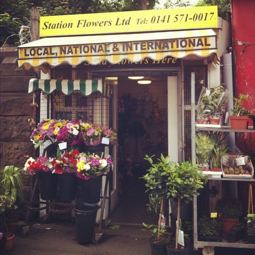 Buying some fleurs! #glasgow #scotland #southside #flowers #shop #local  (Taken with Instagram at Shawlands)