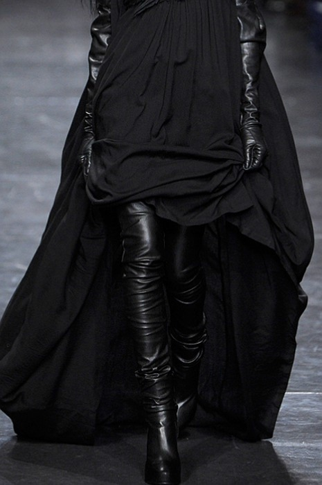 everything-went-black:   Ann Demeulemeester| aw'11.