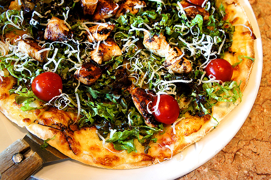 southkoreanfood:  CHICKEN BREAST WITH GALBI SAUCE PIZZA @ DR. ROBBINS PIZZA in Seoul, South Korea. The chicken breasts are grilled in Korean Galbi marinade, and is topped off with fresh greens and a drizzle of The Galbi marinade. So good! SouthKoreanFood