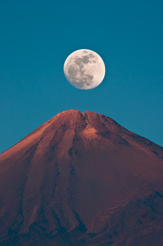 "faultyclockwork:  Moon Rising Over Teide (by James Hastie)  ___________________________ Ruote Latina        Ruote Italia Il portale ospita aziende, uomini e piloti e vuol essere un luogo di incontro tra quanti vivono le ""ruote"", qualunque esse siano, con passione, consci del valore che l'invenzione della ruota ha rappresentato per l'umanità tutta. Seguiteci con attenzione, non ve ne pentirete. Wheels Latina      Wheels  Italy The portal hosts companies, pilots and men and wishes to become a meeting place between those who live the ""wheels"", whatever they are, with passion, conscious of the value that the invention of the wheel has been for all of humanity. Follow carefully, you will not regret. Please Follow: http://www.ruotelatina.com  ruotelatina@gmail.com  GOOD EARTH http://ruoteitalia.tumblr.com/archive  http://www.ferdinandporsche.net http://ruoteitalia-blog.tumblr.com/archive http://leosimonelli.tumblr.com/archive http://fabiodamiani.tumblr.com/archive http://italiaunoweb.tumblr.com/archive http://rossoferrari.tumblr.com/archive http://mitomotori.tumblr.com/archive http://motodays-2012.tumblr.com/archive  http://pianetaruote.tumblr.com/"