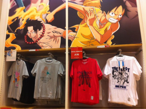 Out clothing shopping with sharkpuncher - these shirts in Uniqlo give me feelings!!