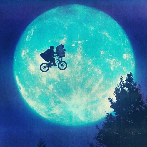 @nanouka82 @kelenor #ET #spielberg #extraterrestrial #movie #best #alltimes #moon #alien #bicycle #eliot #drewbarrymore (Taken with Instagram)
