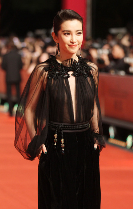 Li Bing Bing in Gucci Click Here to see more looks from the Shanghai Film Festival red carpet!