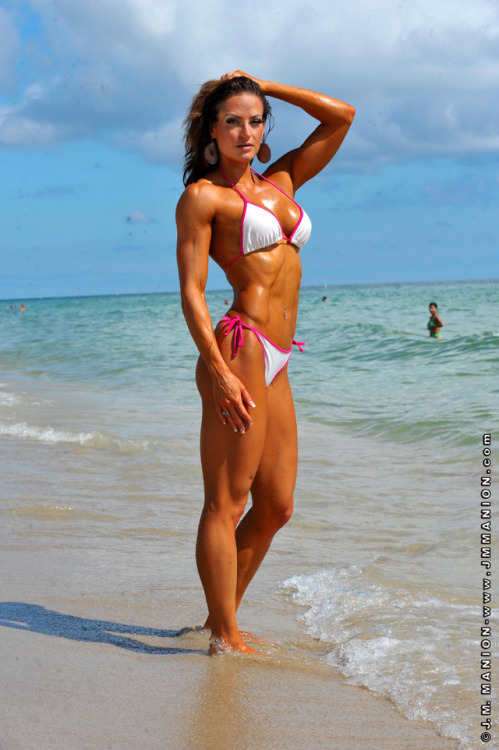 powerrprincess:  fitgurl4life:  Erin Stern, goal body anyone?  Babe alert we woo