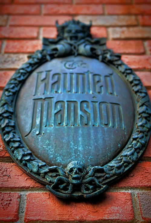 fckyeahdisneyworld:  The Haunted Mansion, Magic Kingdom, Walt Disney World